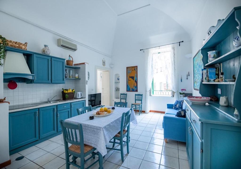 A kitchen or kitchenette at La finestra sul borgo