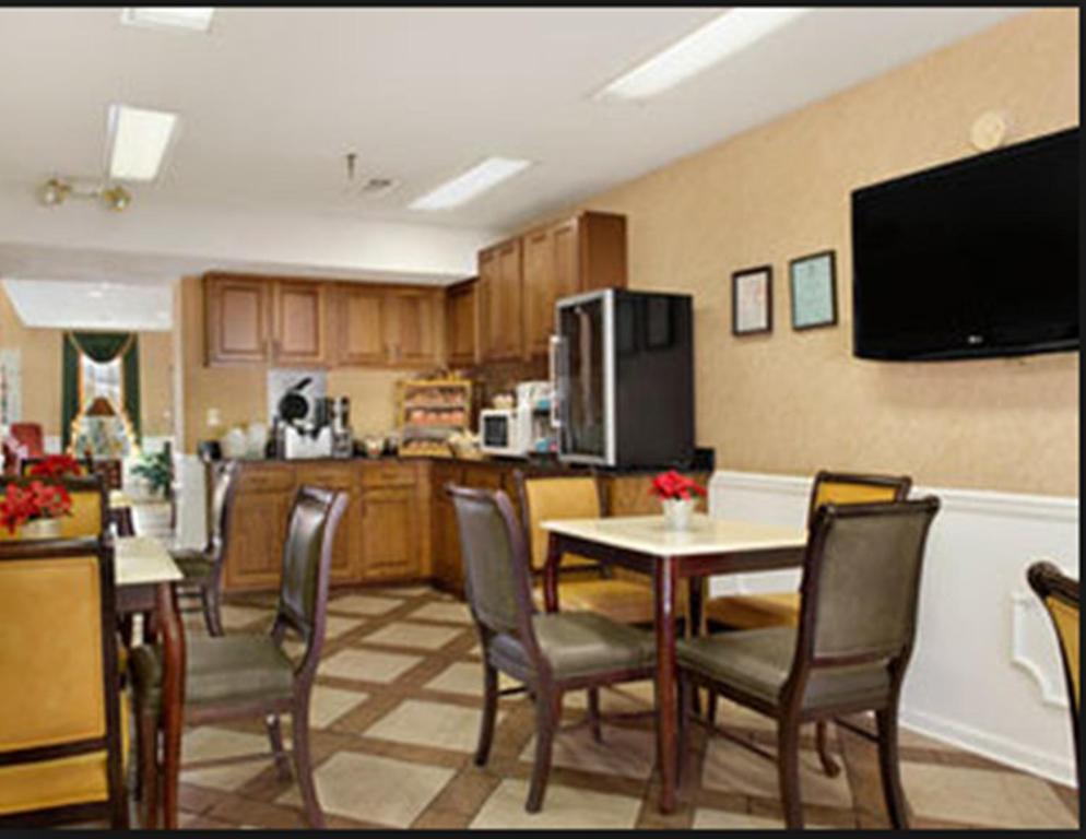 Baymont Inn   Suites   Roanoke Rapids  NC   Booking com. Roanoke Rapids Fine Dining. Home Design Ideas