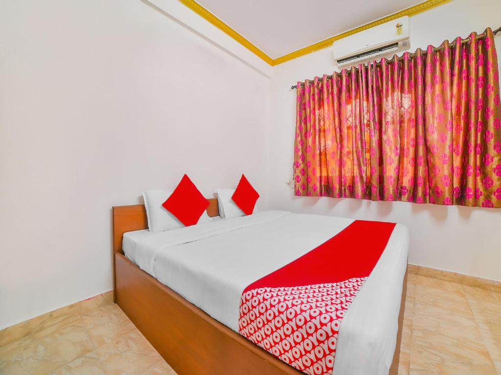 A bed or beds in a room at OYO 35537 Nihaan Hospitality