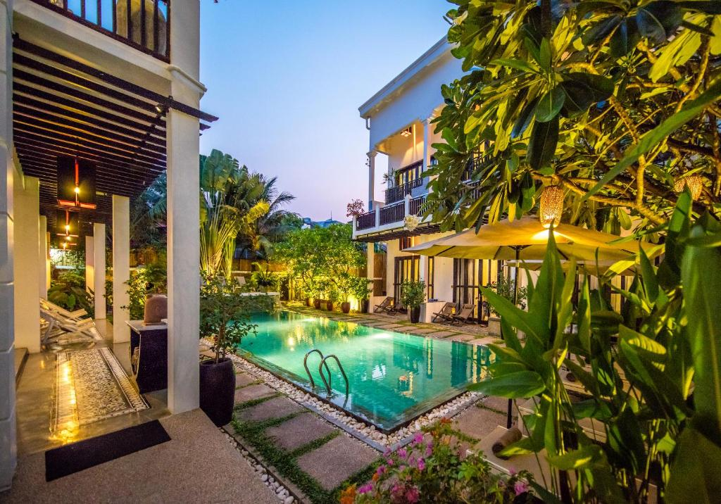 The swimming pool at or close to Mulberry Boutique Hotel