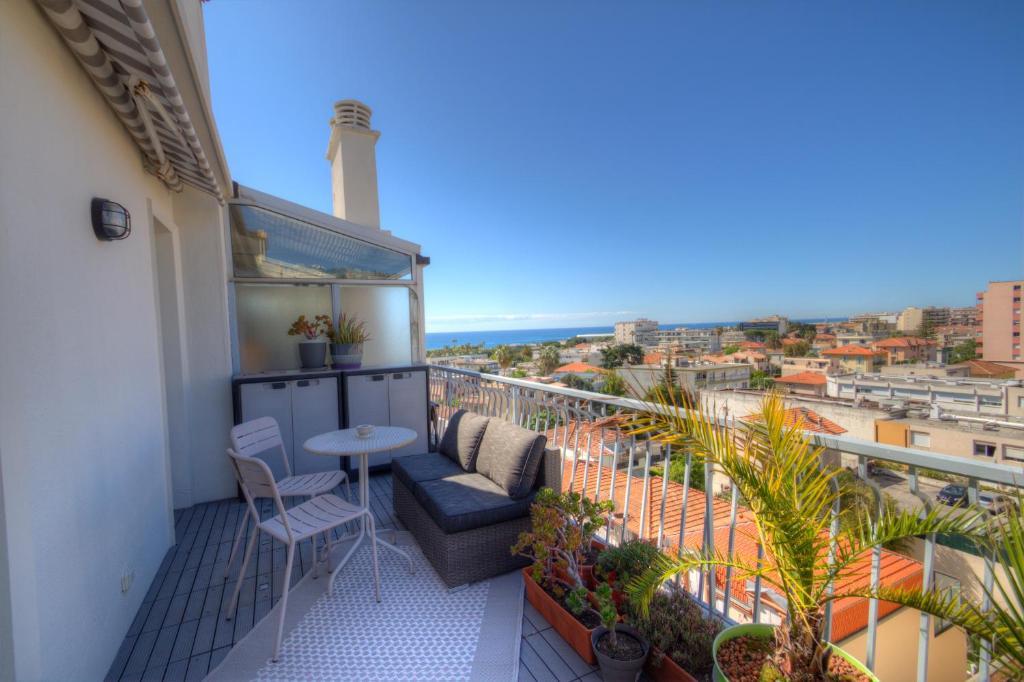 A balcony or terrace at RIVIERA COSY BEACH