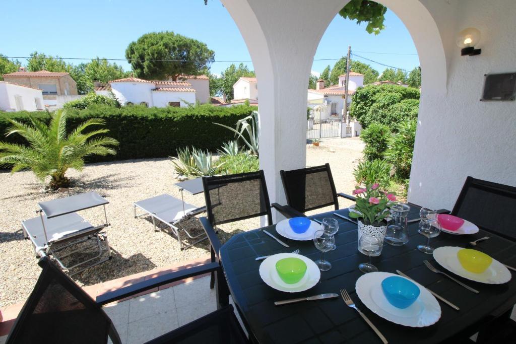 Apart-Rent Casa Montseny, Empuriabrava – Precios ...