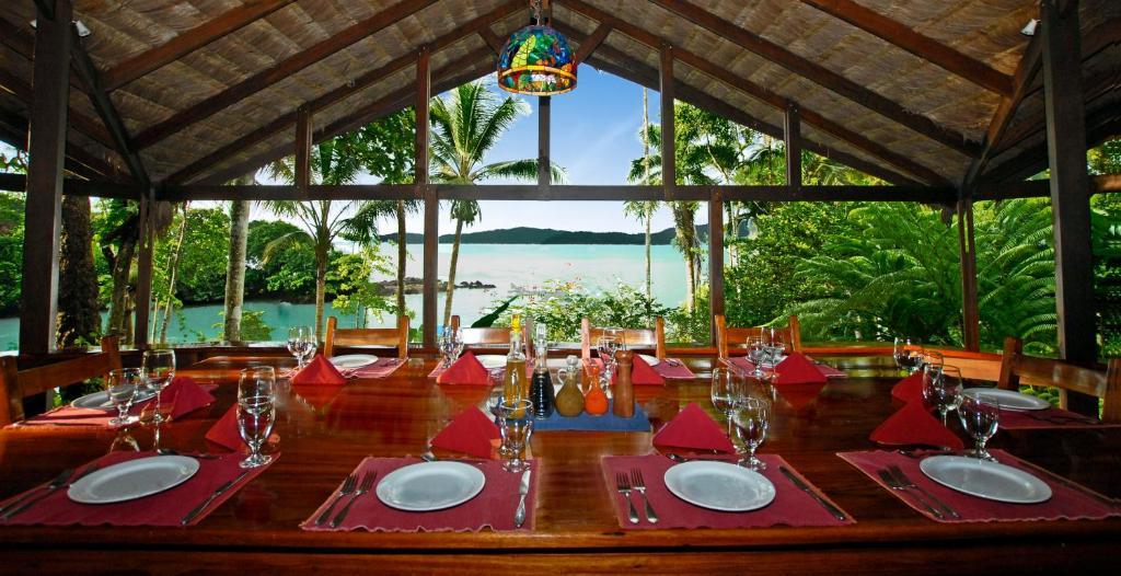Restaurant ou autre lieu de restauration dans l'établissement Aguila de Osa