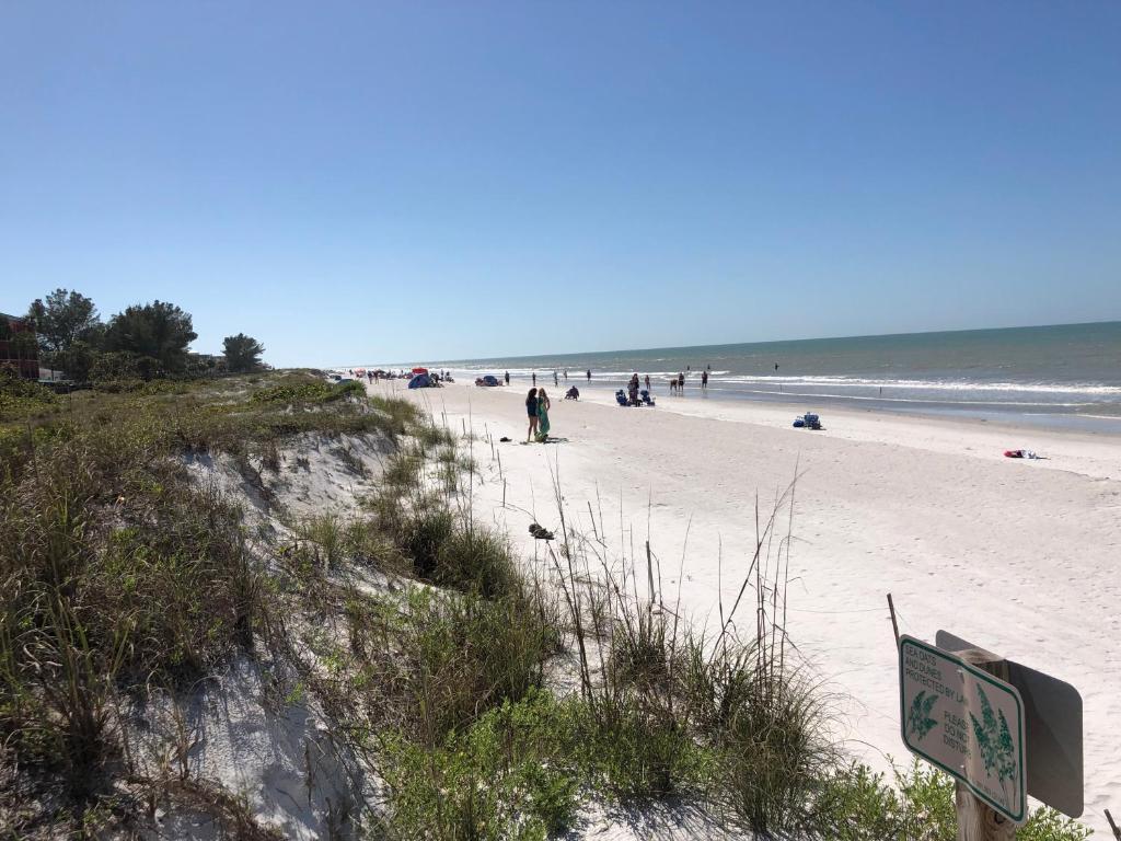 Suntiki Cottage Vacation Rentals, Clearwater Beach, FL - Booking com
