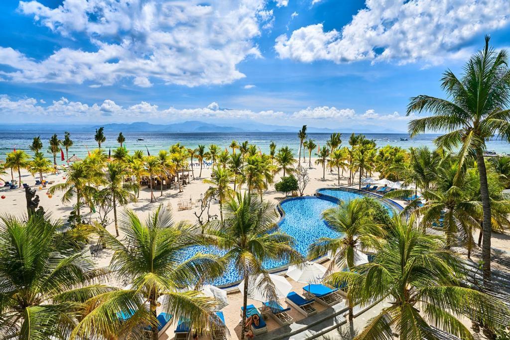 A view of the pool at Mahagiri Resort Nusa Lembongan or nearby