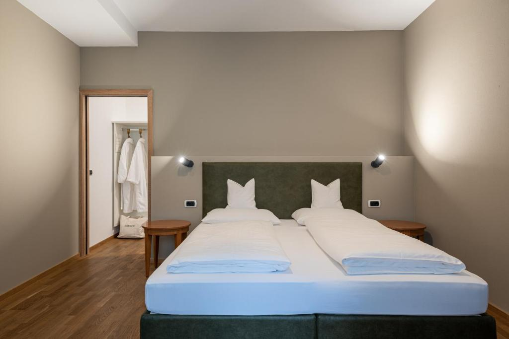 A bed or beds in a room at Residenz Feldmühle inclusive Wellness