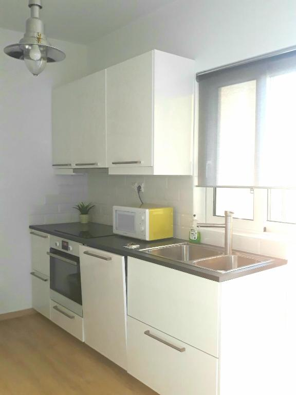 A Kitchen Or Kitchenette At Modern Apartment 7 Minutes Walk From Metro  Station