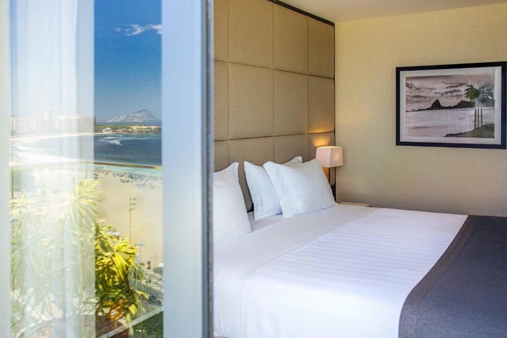 Posteľ alebo postele v izbe v ubytovaní Windsor California Hotel