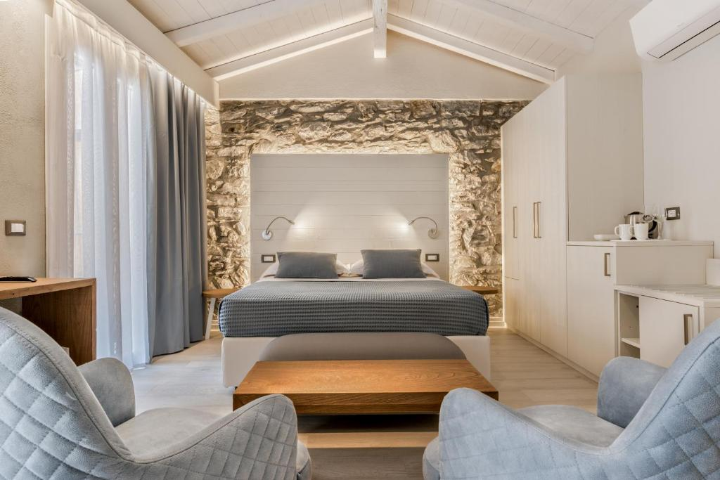 A bed or beds in a room at Amanarola