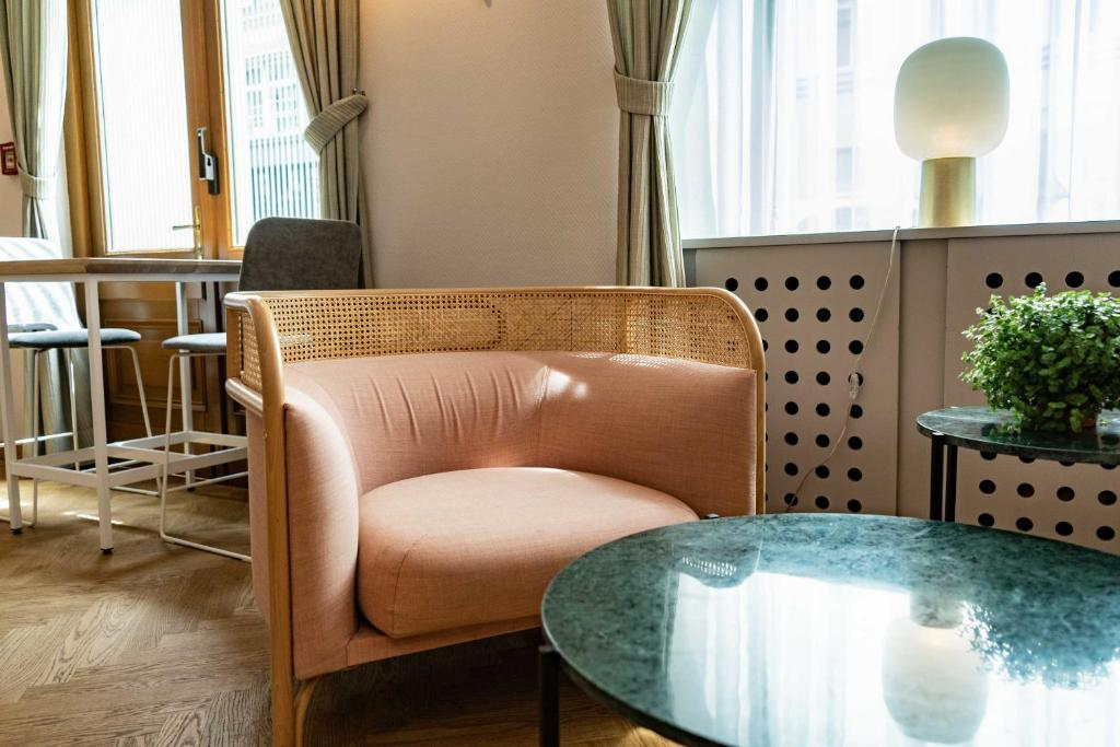 A seating area at Starlight Suiten Hotel Renngasse