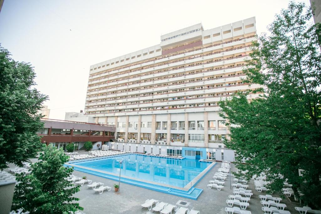 The swimming pool at or near Hotel Mures