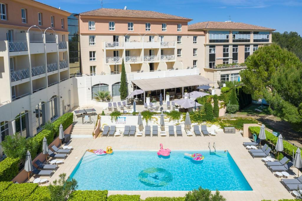 A view of the pool at Hôtel Birdy by Happyculture or nearby