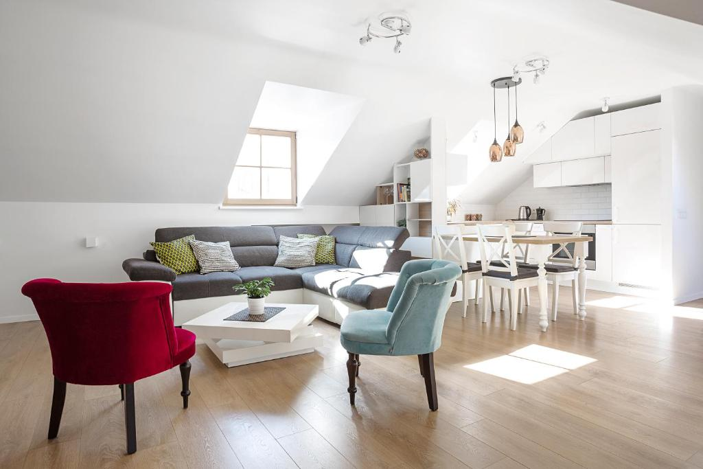 A seating area at Baron Deluxe Arthouse Apartment