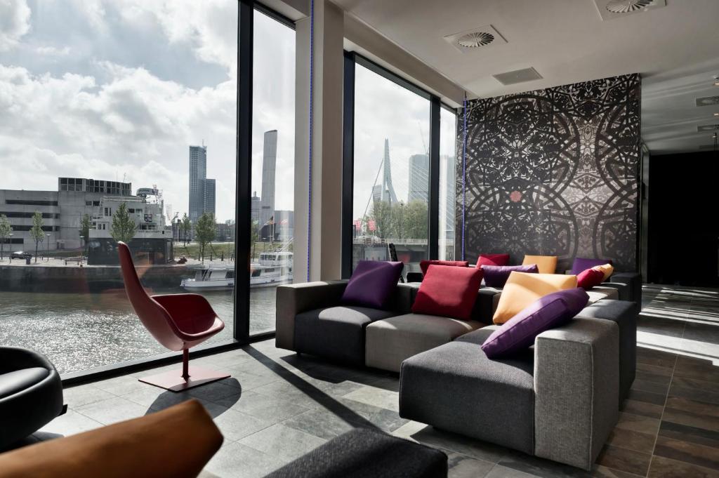 Mainport design hotel nederland rotterdam for Hotel booking design