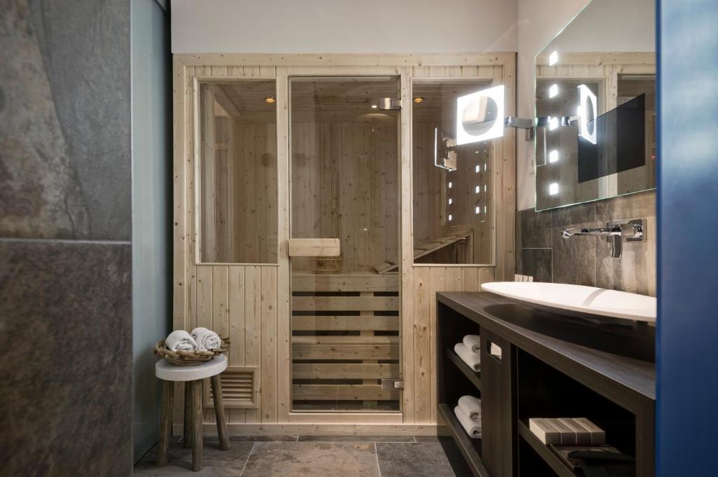 Design Badkamer Rotterdam : Mainport design hotel nederland rotterdam booking.com