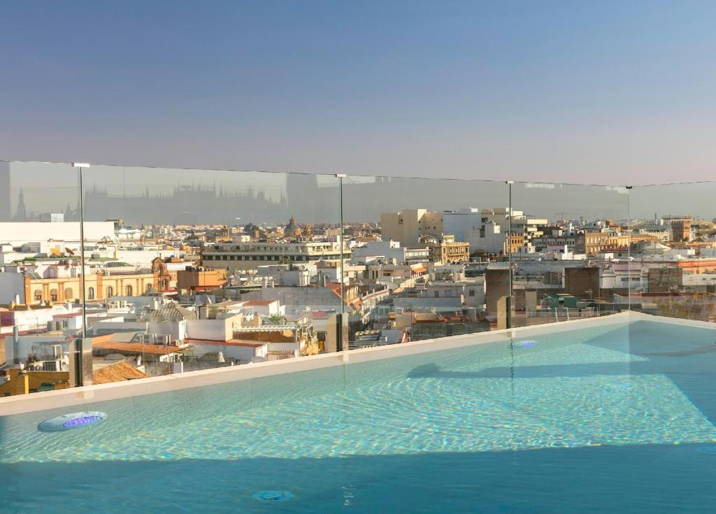 The swimming pool at or close to Gran Meliá Colon