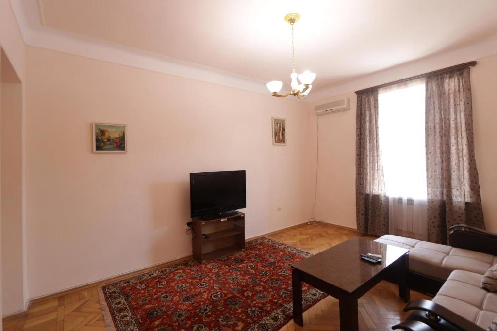 Телевизор и/или развлекательный центр в Greet apartment in the Opera and tours