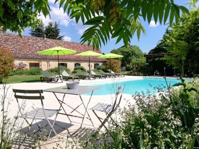The swimming pool at or near La Ferme De L Embellie