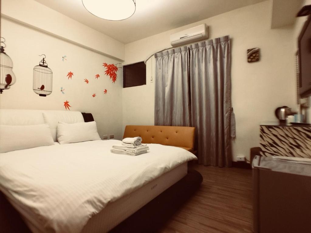戀愛逢甲房間的床