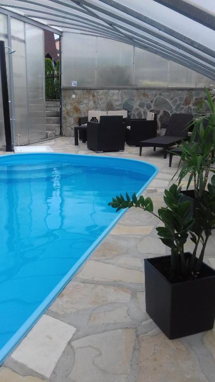 Bazén v ubytovaní Apartmán Ústie alebo v jeho blízkosti