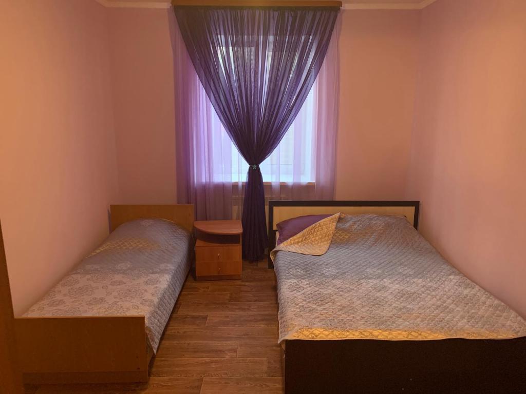 """Кровать или кровати в номере Эконом-отель """"Davinci"""""""