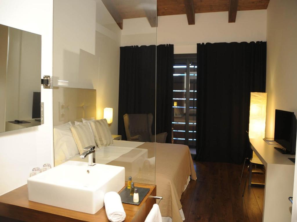 boutique hotels in bonansa  12