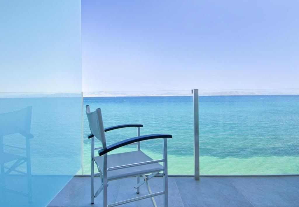 Участок в остров Флорина у моря