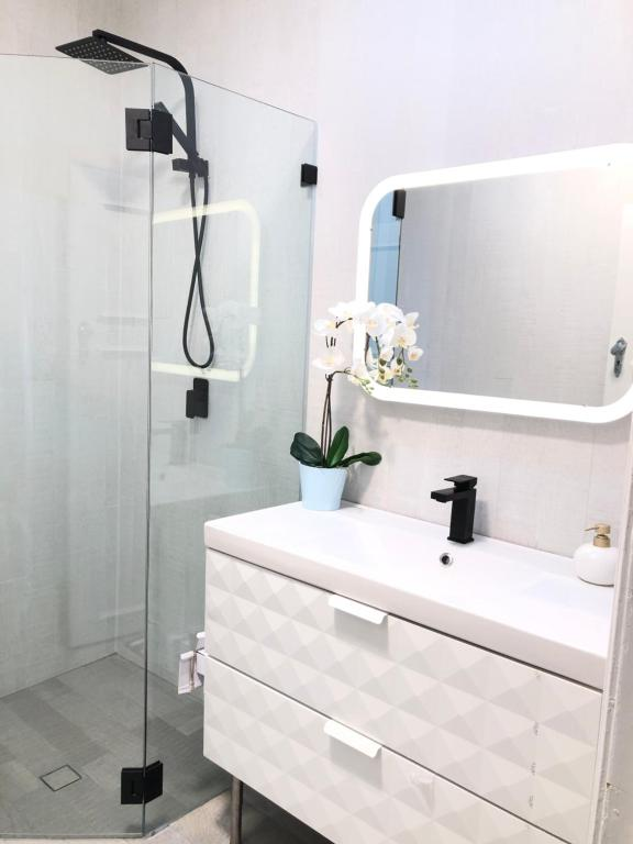 A bathroom at Bondi BeachFront Apartment