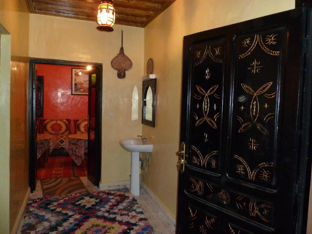 A bed or beds in a room at Dar Bab Toubkal