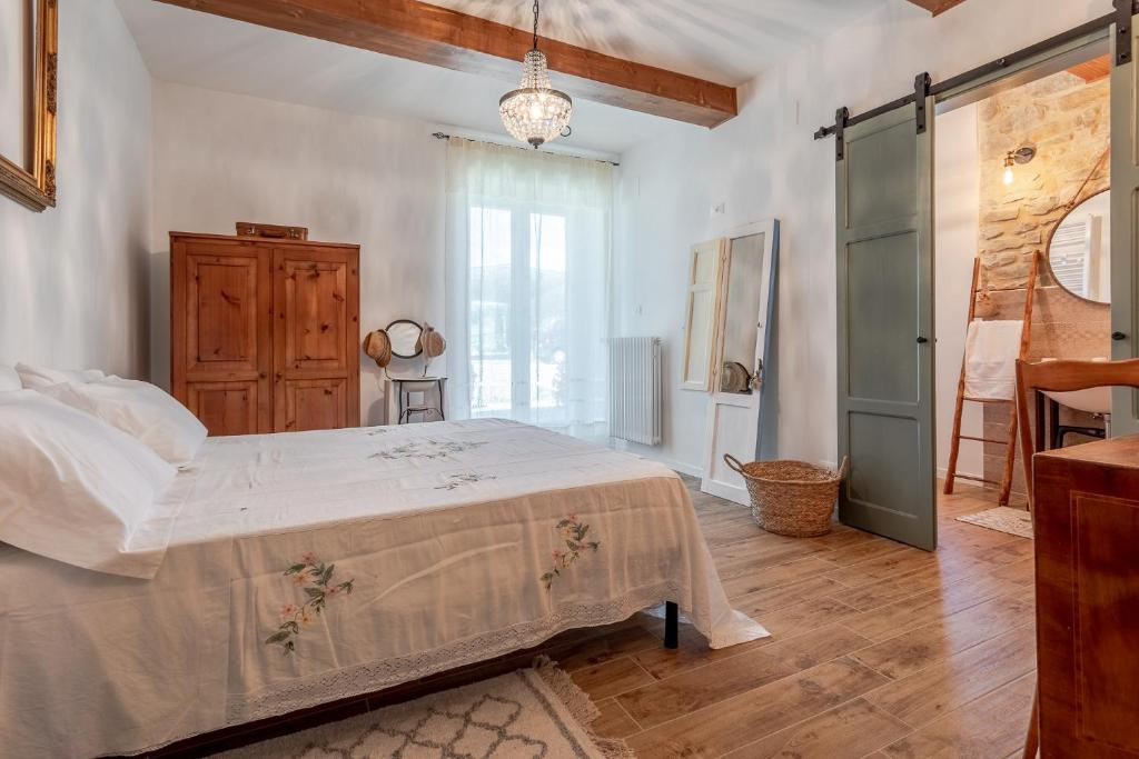 A bed or beds in a room at B&B Panfilo Farmhouse
