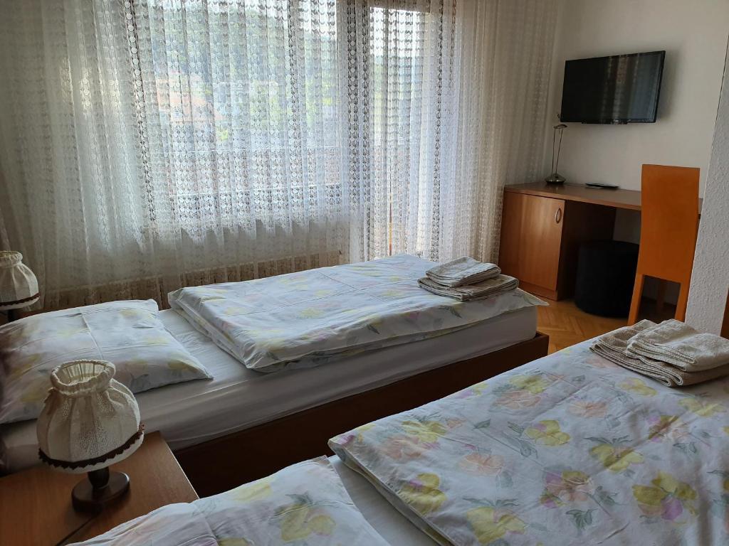 Postelja oz. postelje v sobi nastanitve Gostišče Kimovec