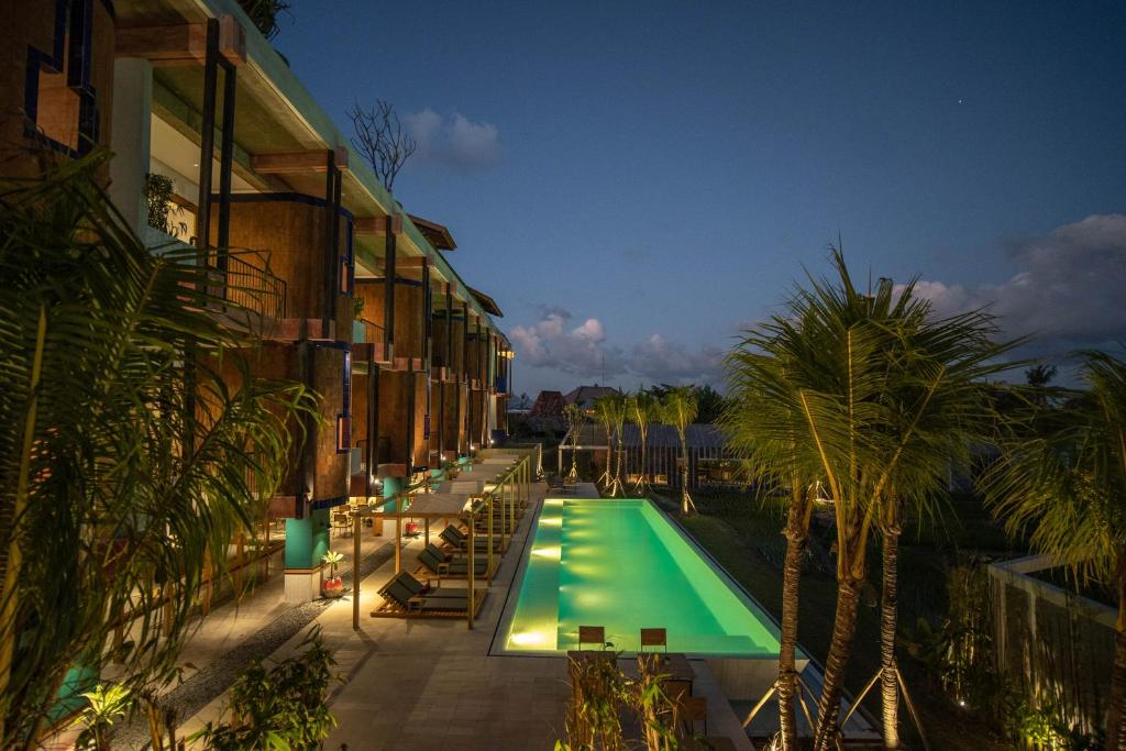 A view of the pool at Shore Amora Canggu or nearby