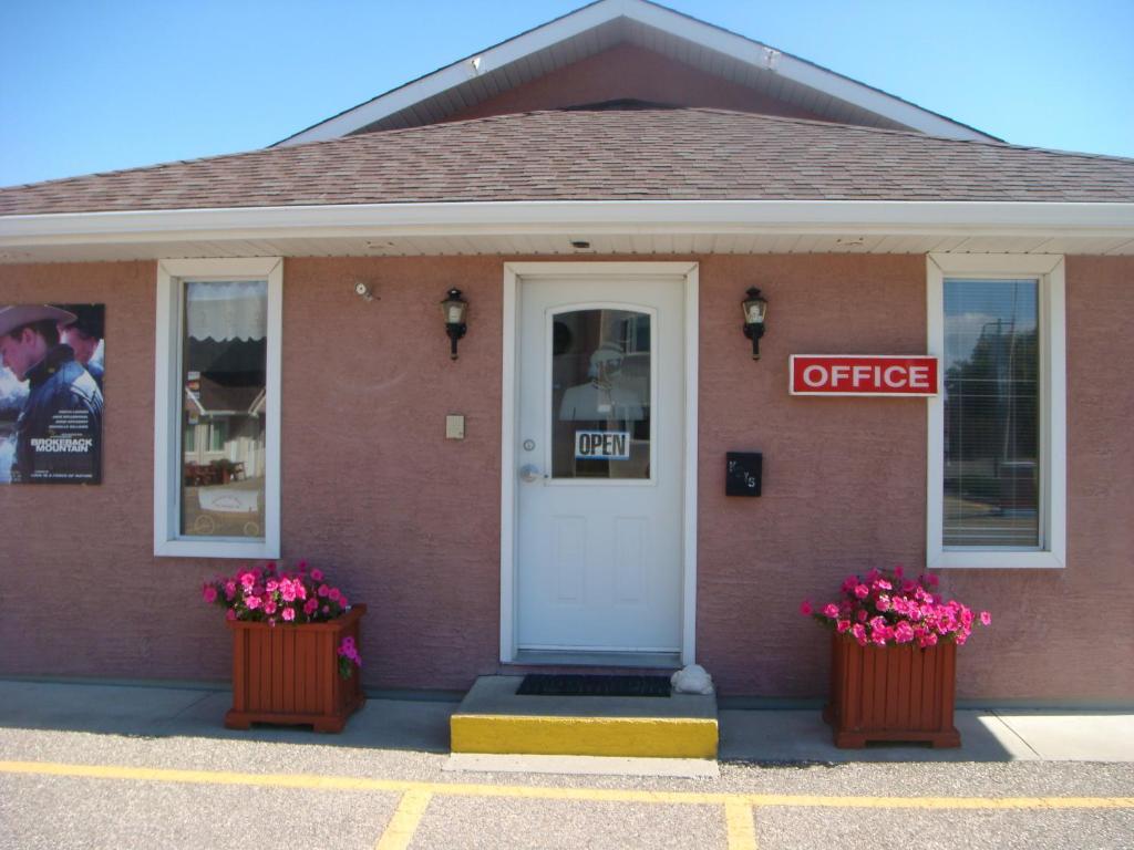 Red Coat Inn Motel, Fort Macleod, Canada - Booking.com