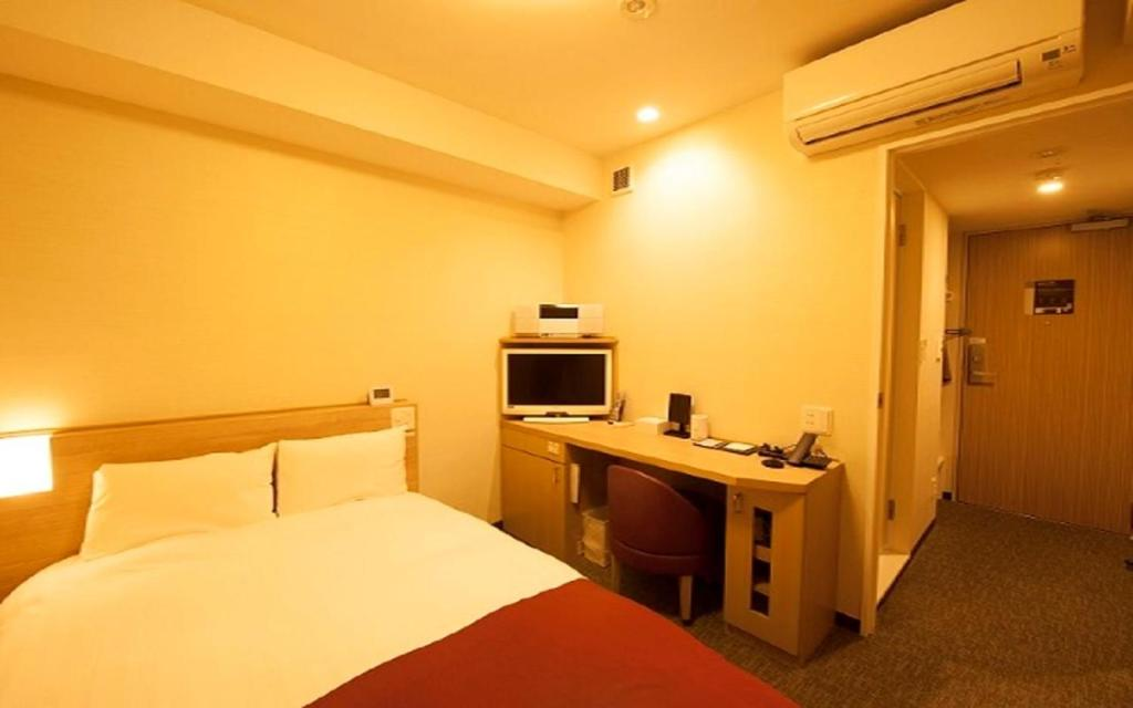 A bed or beds in a room at Dormy Inn Express Matsue