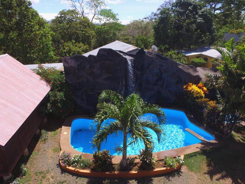A view of the pool at Hotel Cabanas La Teca or nearby
