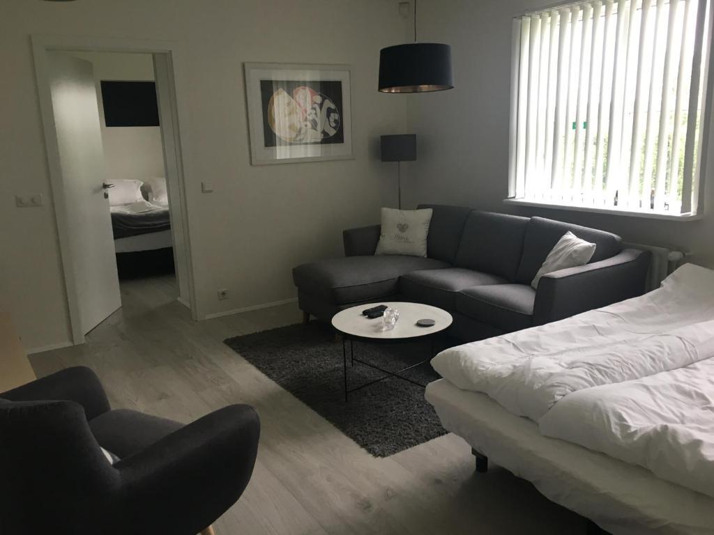 A seating area at Smárinn Apartment
