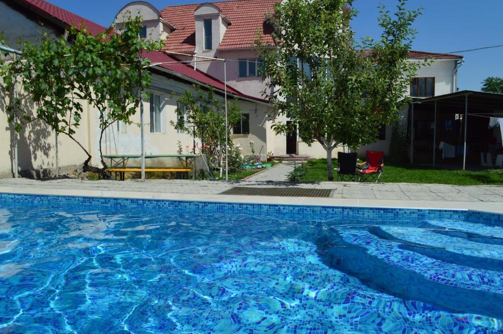 Piscine de l'établissement Tunduk Hostel ou située à proximité