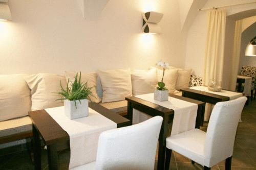 A seating area at deckerts Hotel am Katharinenstift