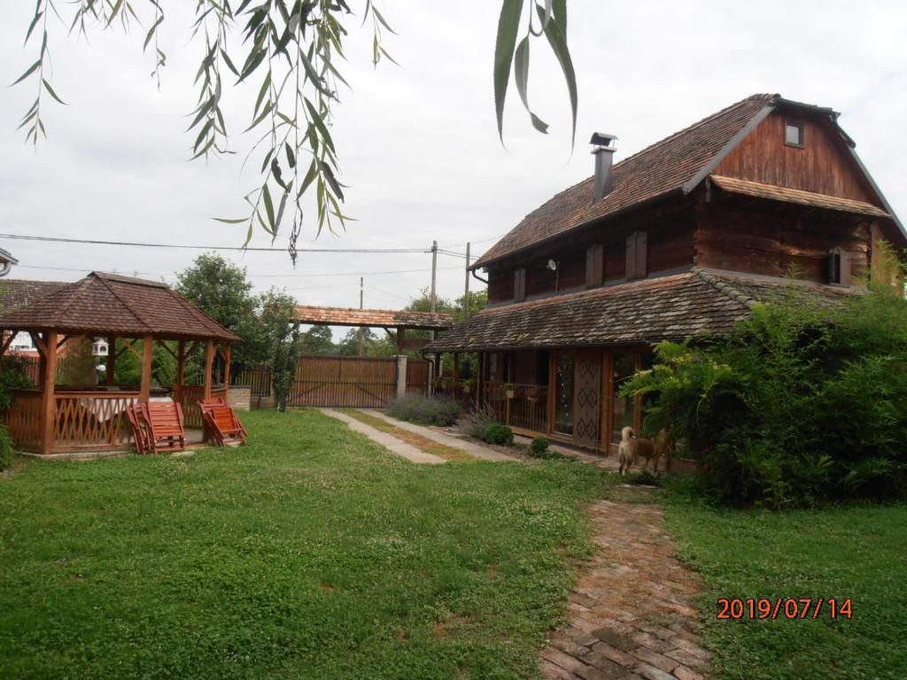 Zgrada u kojoj se nalazi ladanjska kuća