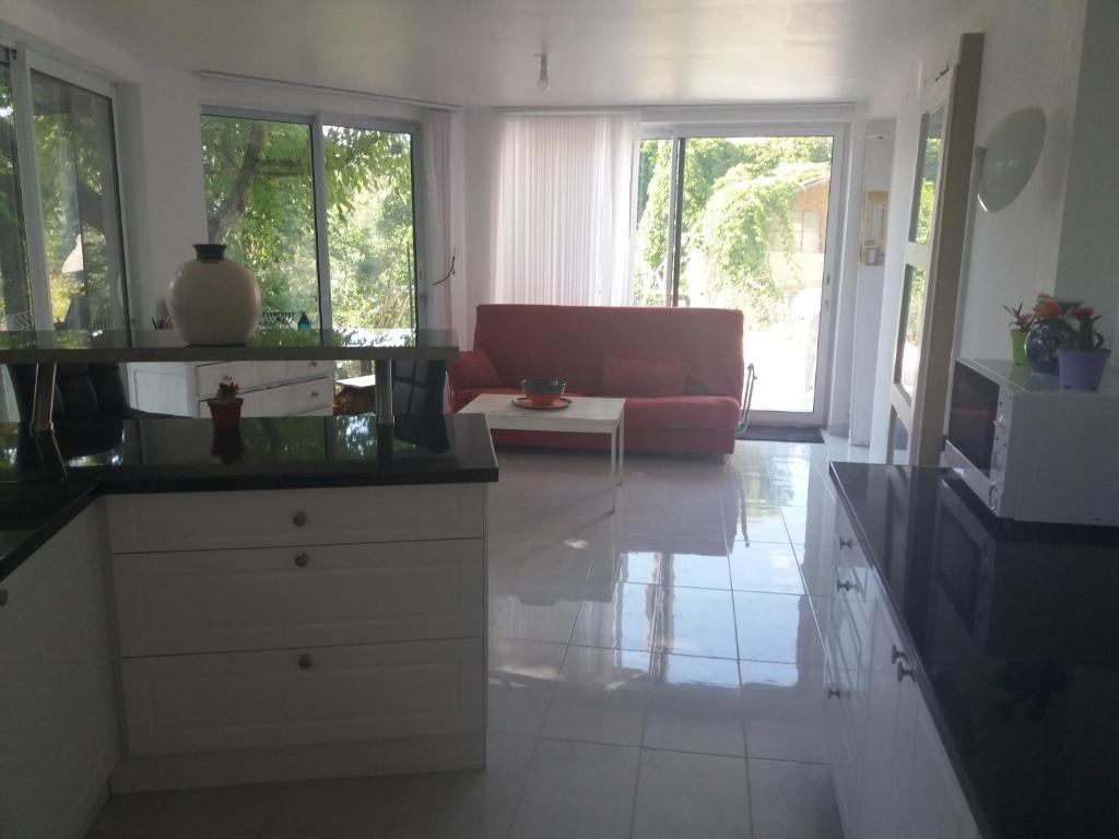 Vacation Home SPACIEUX T2 REZ DE JARDIN DE MAISON EN PINEDE ...