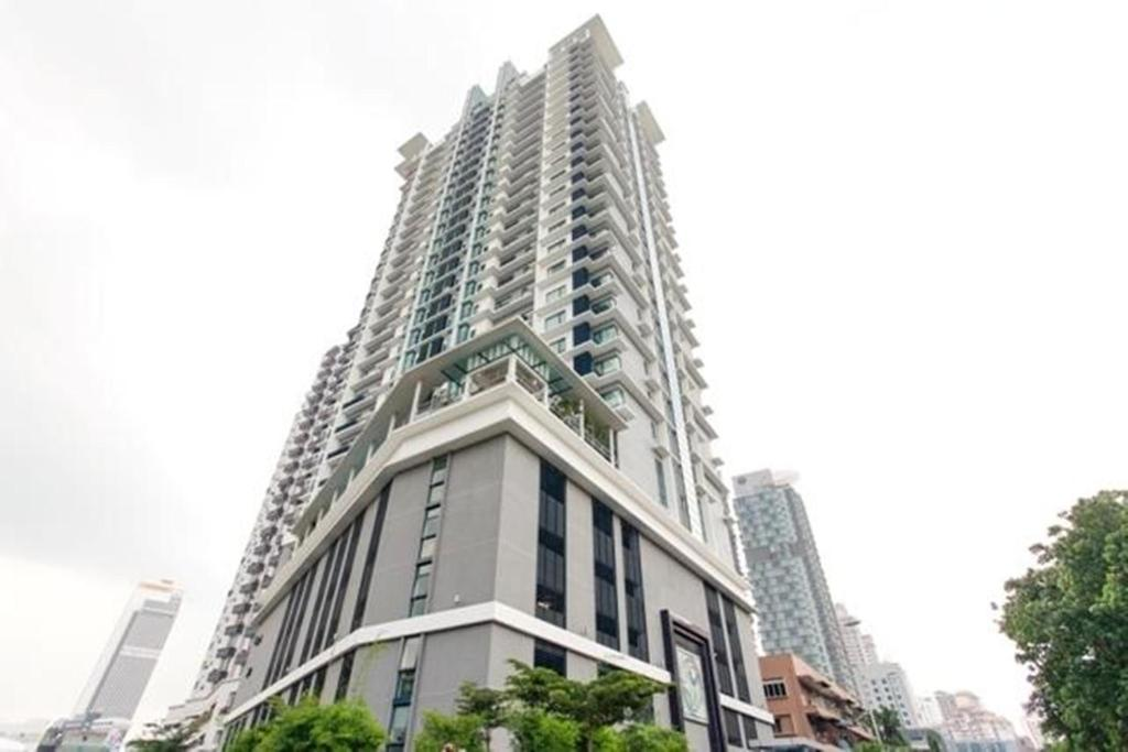 The Building In Which Apartment Is Located
