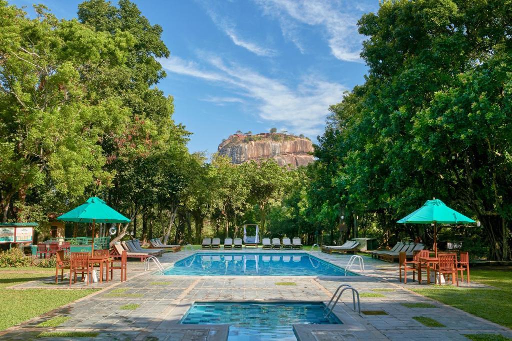 錫吉里亞酒店游泳池或附近泳池