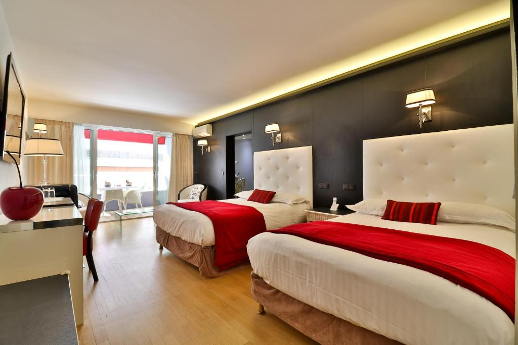 A bed or beds in a room at Hotel Le Fouquet's