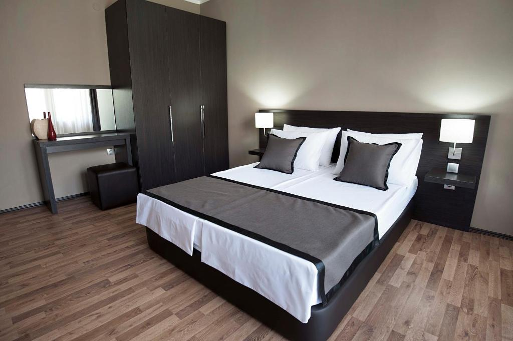A bed or beds in a room at Soho Apartments