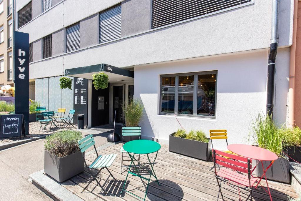 Вътрешен двор или друго открито пространство в Hyve Hostel Basel