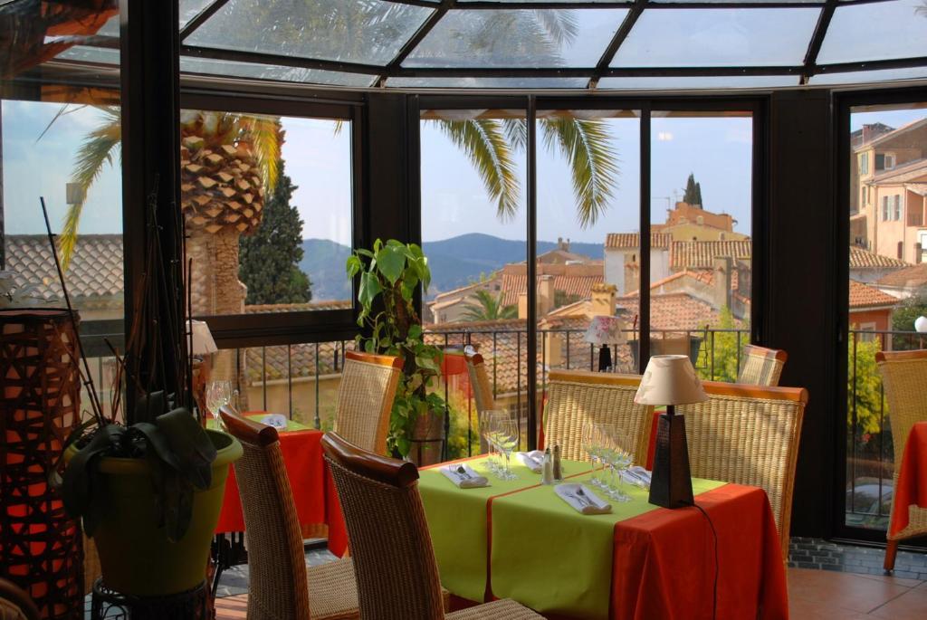 Restaurant ou autre lieu de restauration dans l'établissement Hotel Restaurant Bellevue
