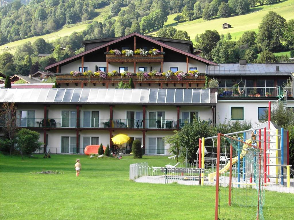 Apartment haus am see sterreich uttendorf for Apartment haus