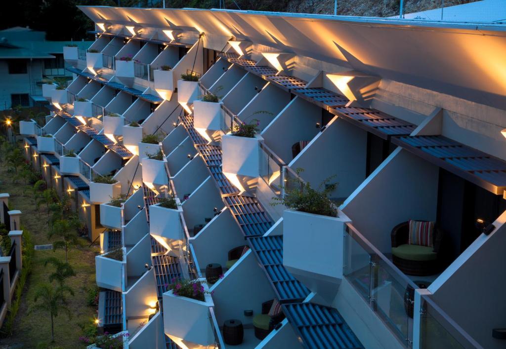 エラ ビーチ ホテル(Ela Beach Hotel)
