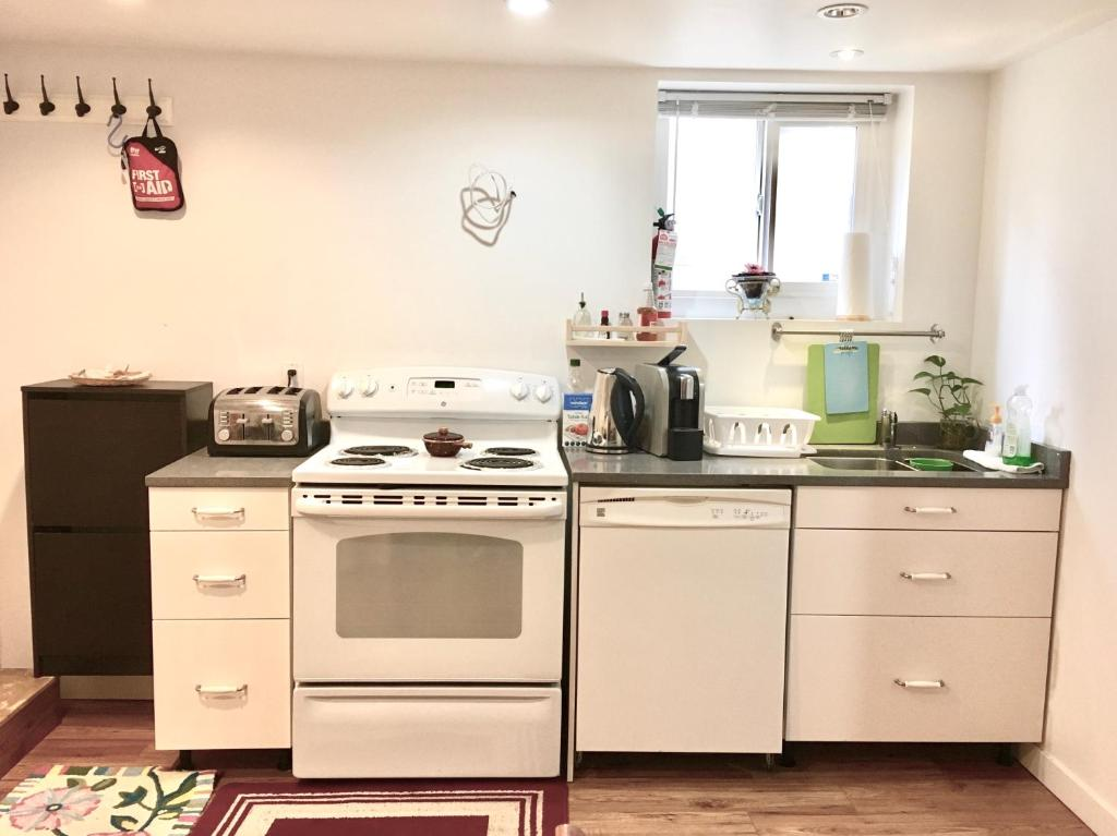 A kitchen or kitchenette at Private & Spacious Room in Kitsilano, Vancouver