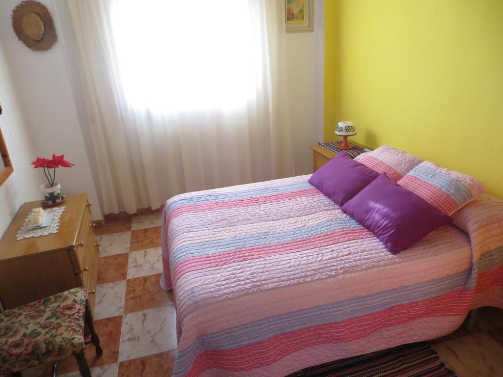 A bed or beds in a room at Habitación con baño privado en casa de pueblo
